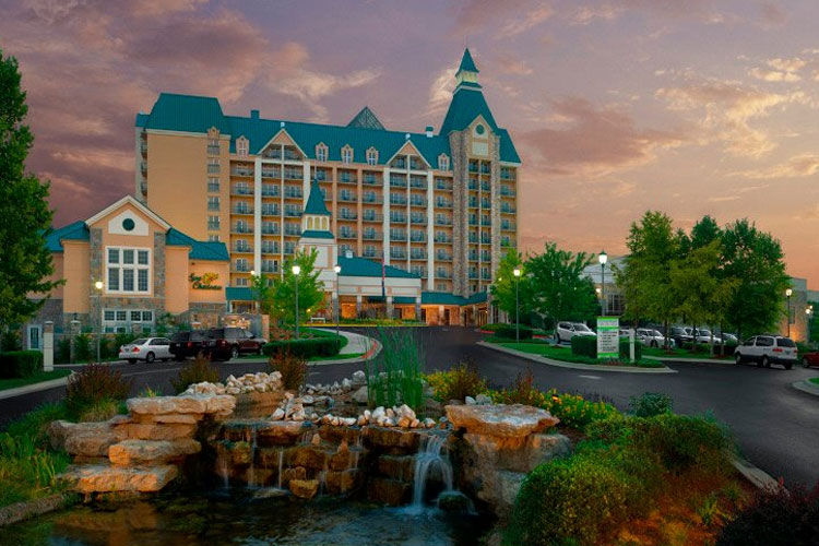 Location and lodging titanic museum attraction in for 417 salon branson west